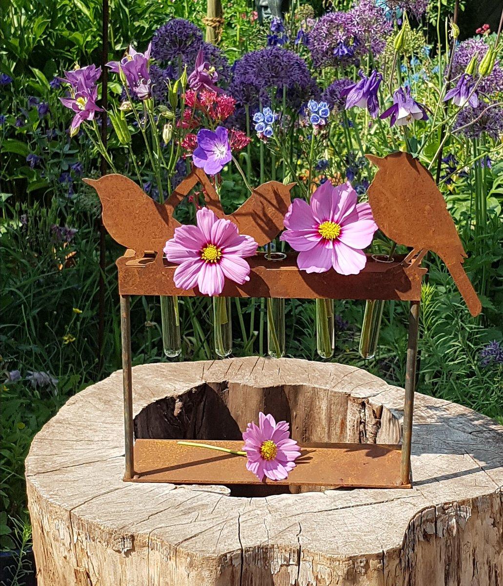 #pfingsten #pfingsttage #feiertage #blumen #vase #reagenzglas #sonne #rost  #rostdeko #garten #gartendekoration #pentecost #whitsun #holiday #flowers  ...