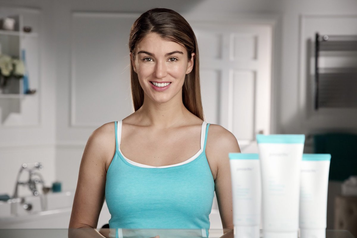 """""""I think what's fantastic about #Proactiv is that it is a simple system."""" - @amywillerton https://t.co/WNicWnWzCY https://t.co/SpKr9koXWo"""