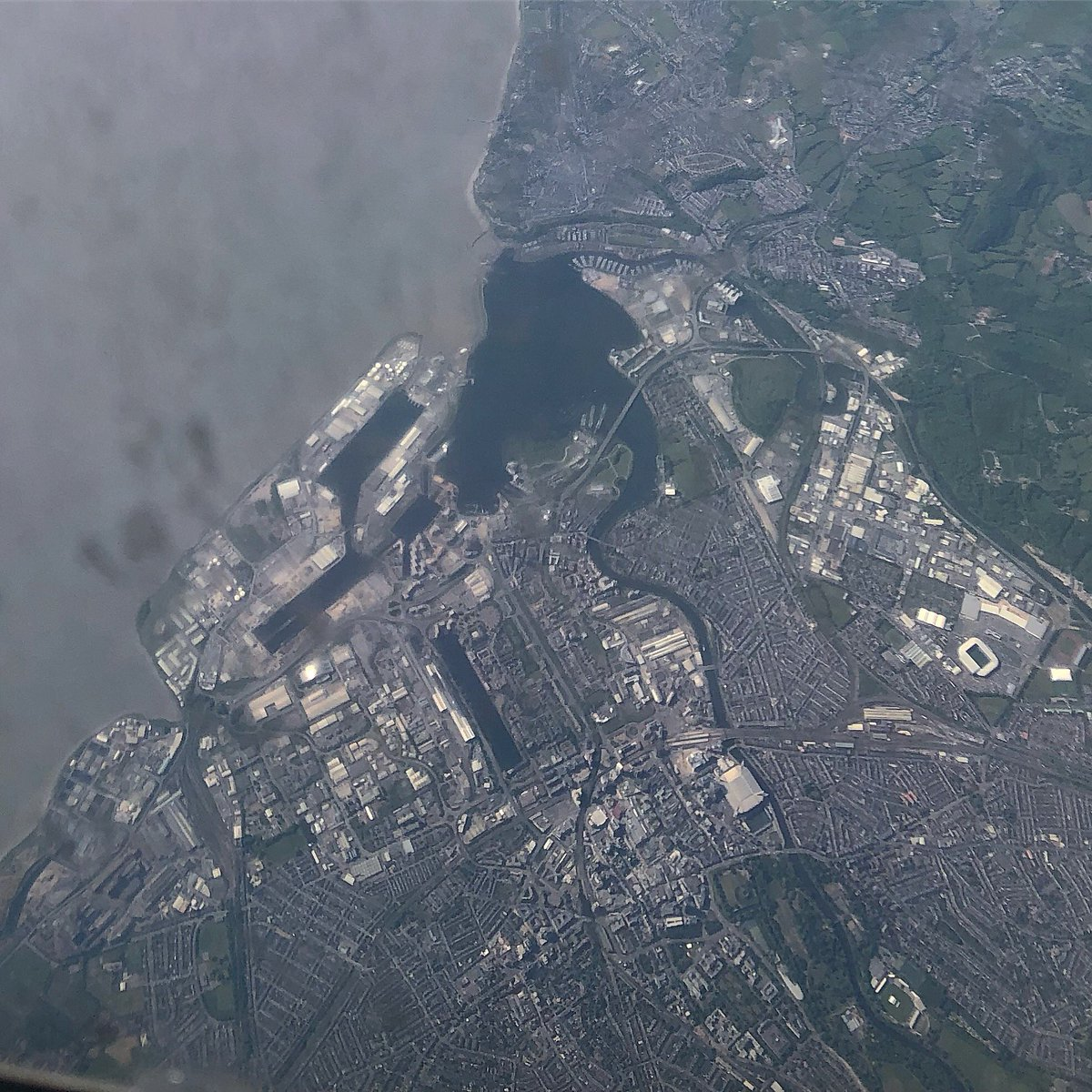 #Cardiff from 37,000 feet. @ILovesTheDiff<br>http://pic.twitter.com/nWLsH5eHfa