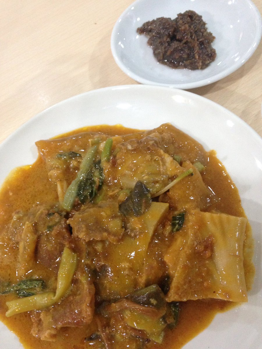 Kare-Kare! A must try when you visit the Phippines! #karekare #filipinofood #filipinodish #follow #followers #followme #followmefollowyou #followmefollowback #follow4follow #followforfollow #followmeplease #pleasefollowme #followfollowfollow #retweet #likelikelike<br>http://pic.twitter.com/QTxSyjudnt