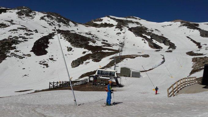 20 de Mayo de 2018, Alto Campoo #Cantabria @latierruca sigue con mucha nieve para skimo. Al Tres Mares solo le faltan las balizas para abrir la pista.