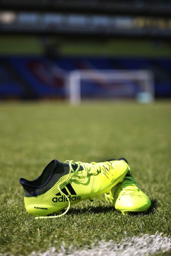 A little sneak of one of our raffle prizes.... signed Mile Jedinak Boots #CPFC #astonvilla <br>http://pic.twitter.com/JWBnwqknqG