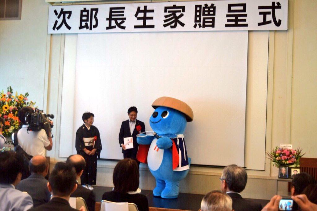 シズラ 公式 Twitter પર 清水次郎長の生家が静岡市に寄贈されることになり 今日 次郎長生家 寄贈式 が行われ シズラも式典に参加してきたラ 久々に次郎長のコスプレをしてきたズラよ シズラ 清水 次郎長生家