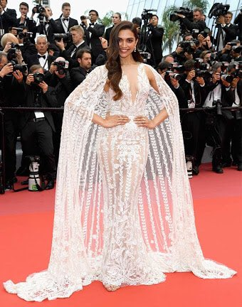The look you prefer? RT for Deepika at Cannes Like for Priyanka at Met Gala <br>http://pic.twitter.com/C2b6JYJY5D