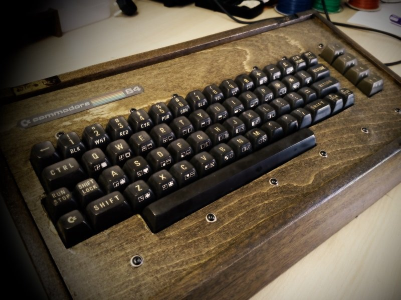 #Geek Awesome of the Day: #Steampunk-ish Wooden #C64 Keyboard for #Retrogaming Fans by @BadDogDesigns_ #SamaGeek #SamaGames