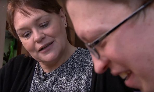 Never underestimate the power of a diagnosis. Watch this short film from @GenomicsEngland  and hear from Alex and his mum Kirsty:   http:// socsi.in/0kzXk  &nbsp;   #raredisease #genomics<br>http://pic.twitter.com/QBRMTTs7Bc