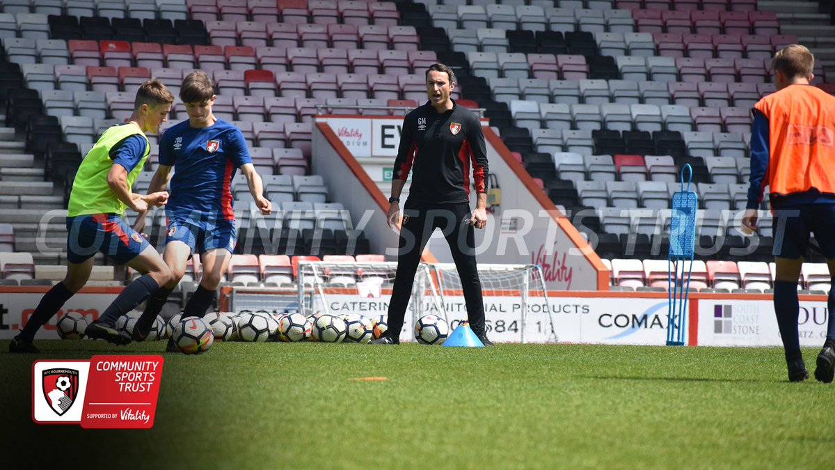 LINKED CLUBS - To finish off our Linked Clubs Conference, @g_mills84 continues the practical session, coaching @AFCB_Academy U14/15&#39;s  Thank you to Graham for his time this afternoon! @AFCBusiness @PLCommunities<br>http://pic.twitter.com/zLKInQWNG3