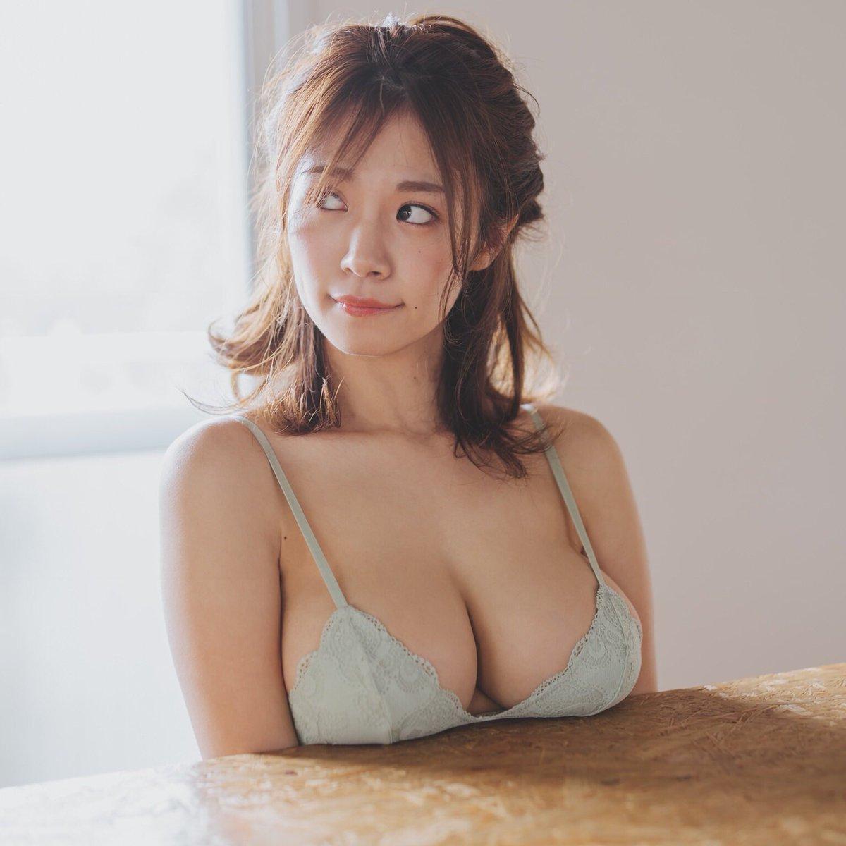 菜乃花の爆乳画像4