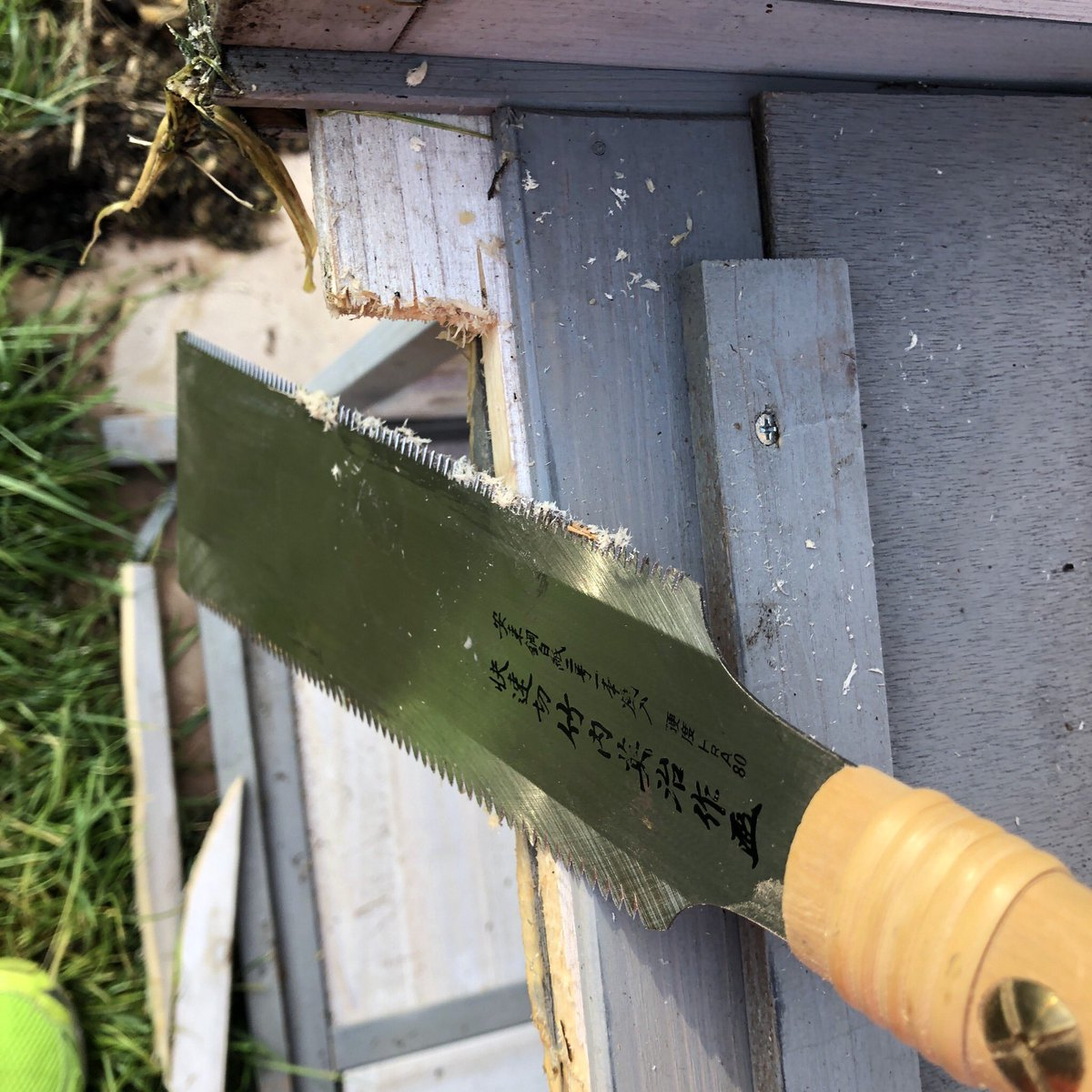 Cleaning up a rough jigsaw cut with my Japanese pull saw. Love that tool. #beautiful #japan #pull #saw #woodworking #love #diy #handmade<br>http://pic.twitter.com/DHSZ44lHmo