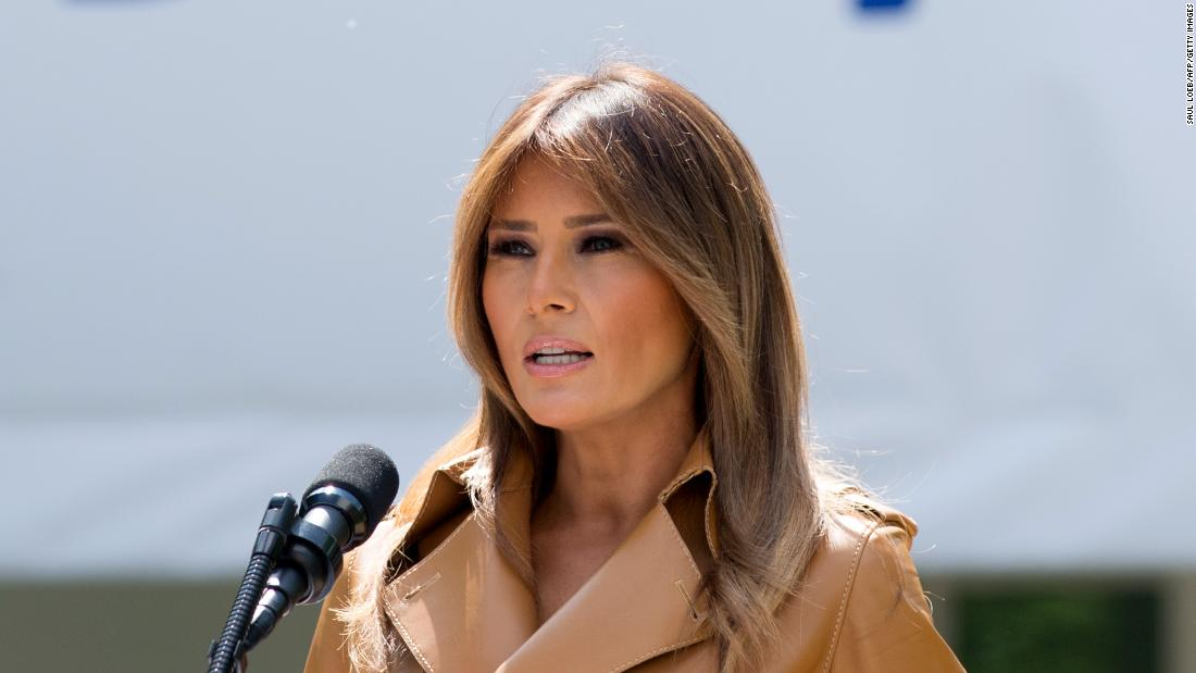 President Trump welcomes Melania home from hospital by misspelling her name in a tweet https://t.co/T2ZPcrEgle https://t.co/lwkL1u0hHp