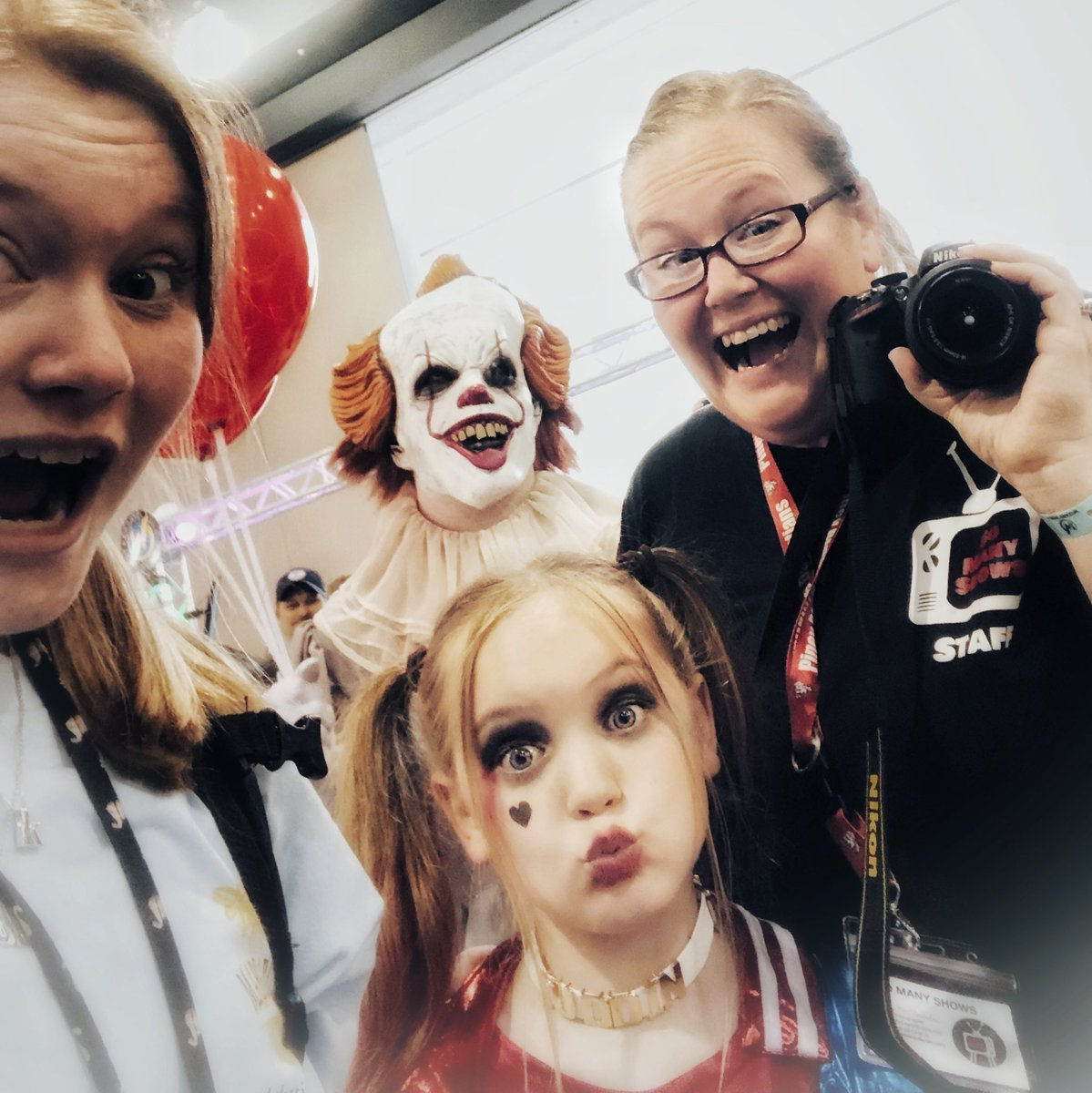 AHHHH Pennywise was creeping on us!! @WizardWorld #wizardworldphiladelphia #WizardWorldComicCon #WizardWorld #Pennywise #clown #scary #Stephenking #it #SoManyShows @So_Many_Shows @JayMcChaos   @trillestkory<br>http://pic.twitter.com/2yHnBEQHo2