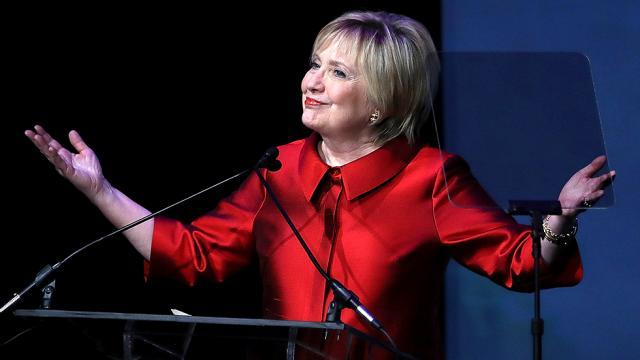 "Clinton to receive prestigious award from Harvard for her ""transformative impact on society' https://t.co/tNYxJLZ7qr https://t.co/mFKIOcsUwv"