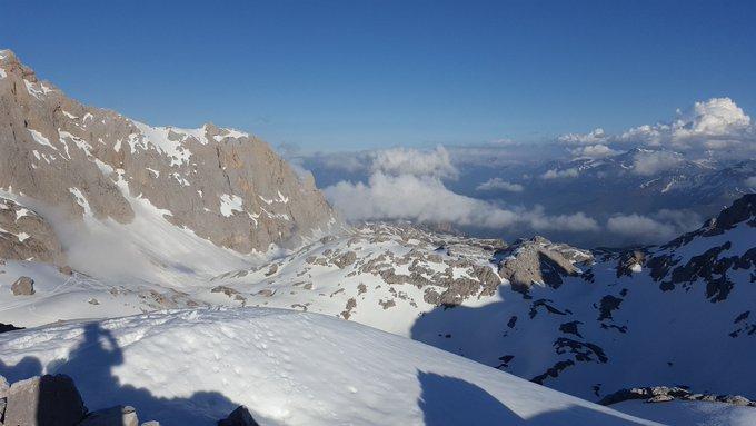 Mejor manera imposible de acabar la temporada de nieve. Con un buen colega, conociendo y esquiando montañas bien bonitas. A descansar! 😅 #picos #cabañaveronica #skimo