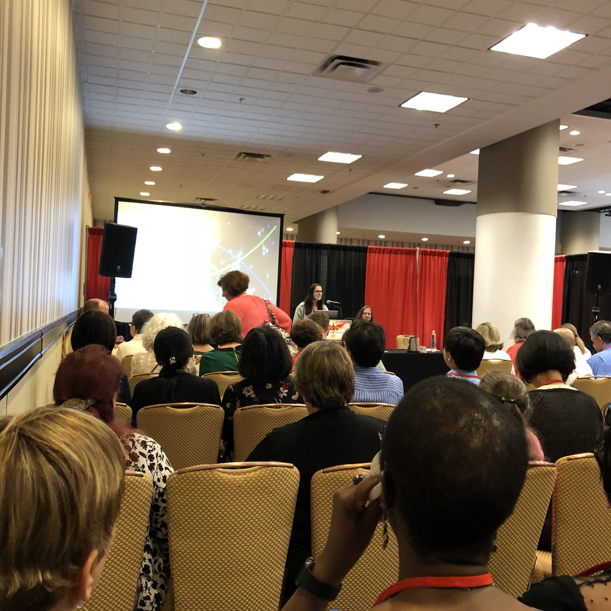 Standing room only again at the Texhnology showcase #Mlanet18 #NEEDMORESPACE #bibliometrics <br>http://pic.twitter.com/xMrNxZDApc