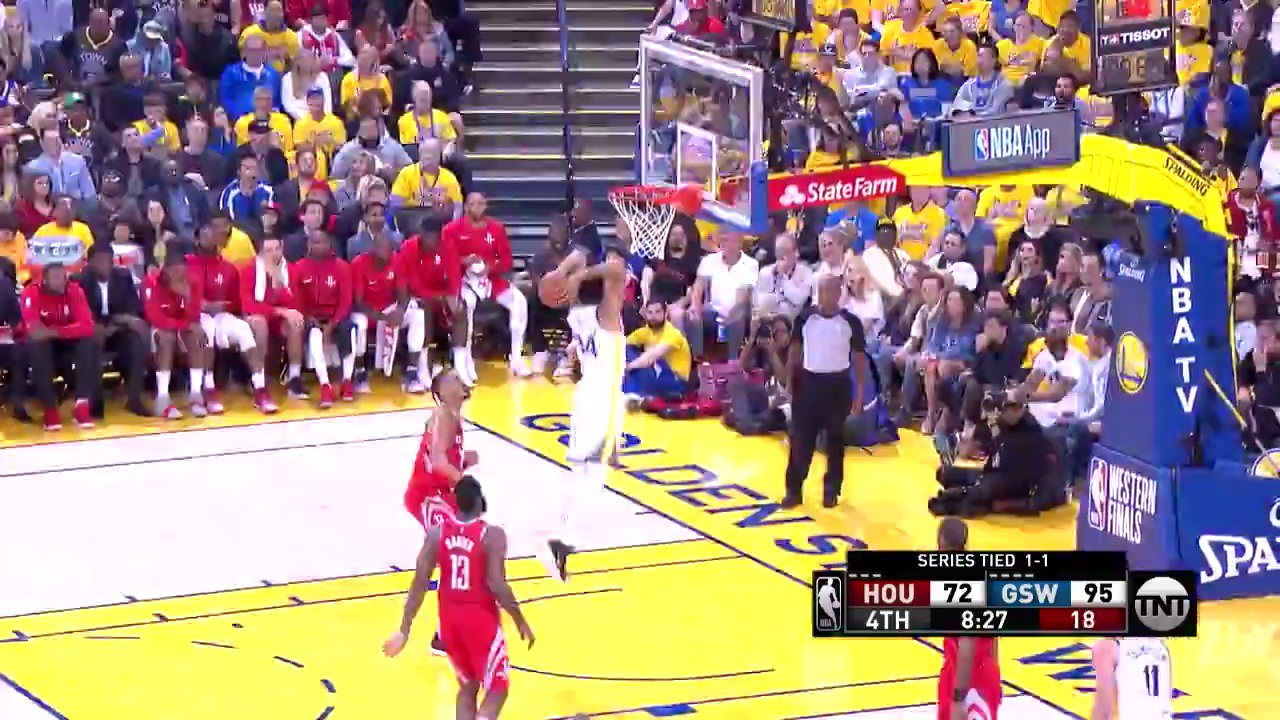 Shaun Livingston with the handle and slam!  #DubNation 97 | #Rockets 75  ��: @NBAonTNT https://t.co/1n7JnJtSNA