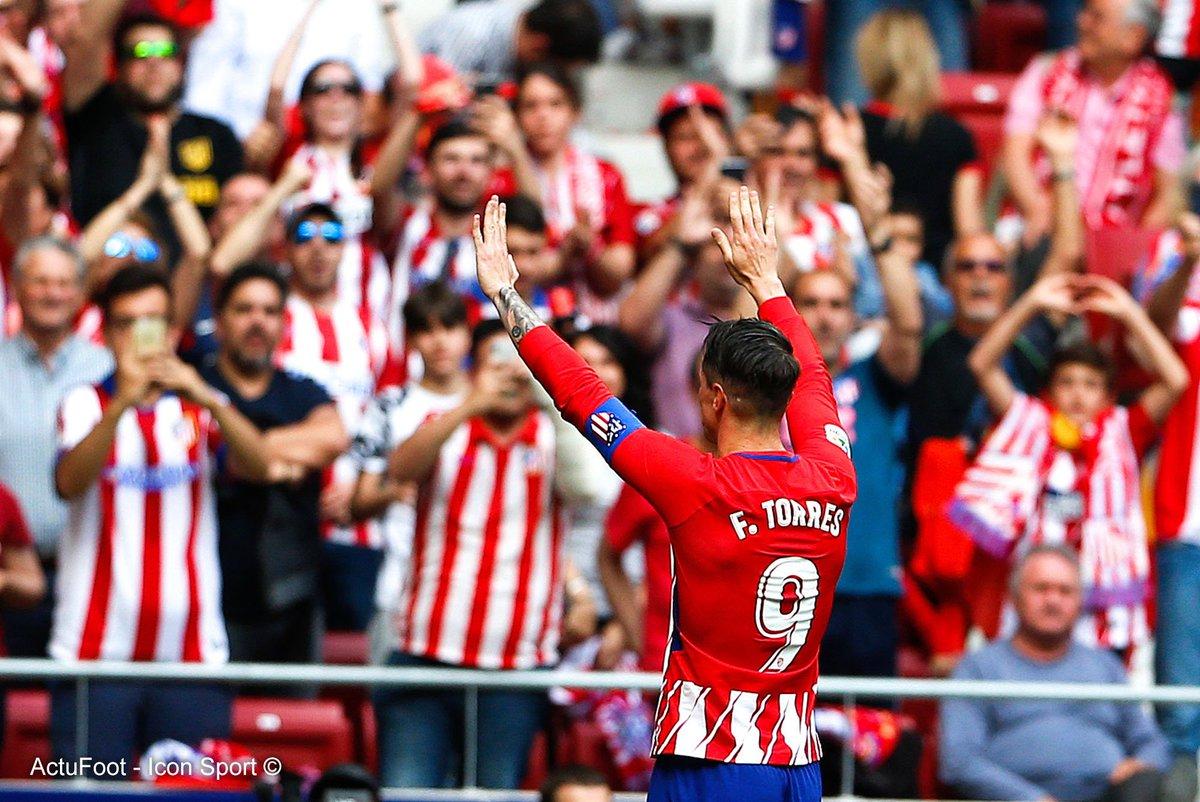 Fernando Torres : débuts en 2000.  Gianluigi Buffon : arrivée en 2001.  Andrés Iniesta : débuts en 2002.  Ils ont fait leurs adieux ce week-end. 👋😢