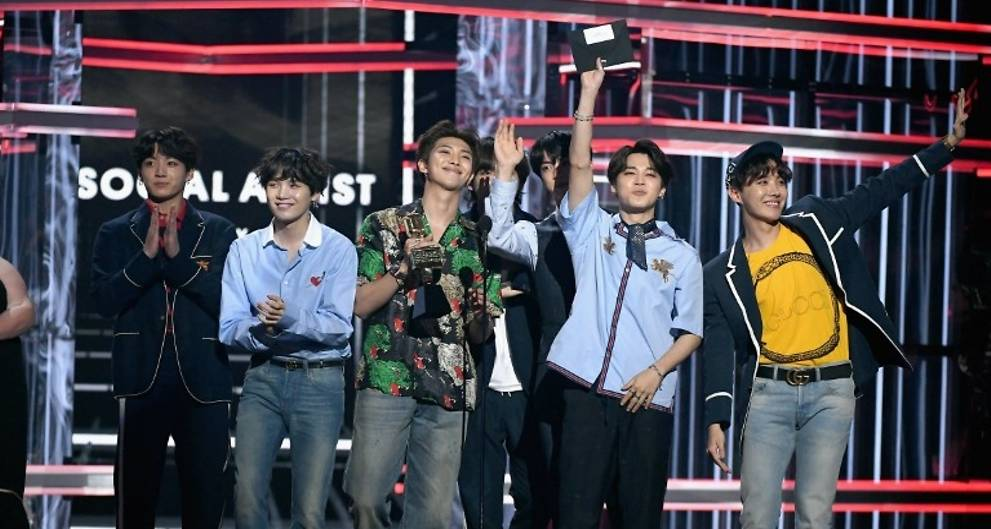 Korean boyband BTS bags Top Social Artist at Billboard Music Awards again https://t.co/Xg0TqpTcno