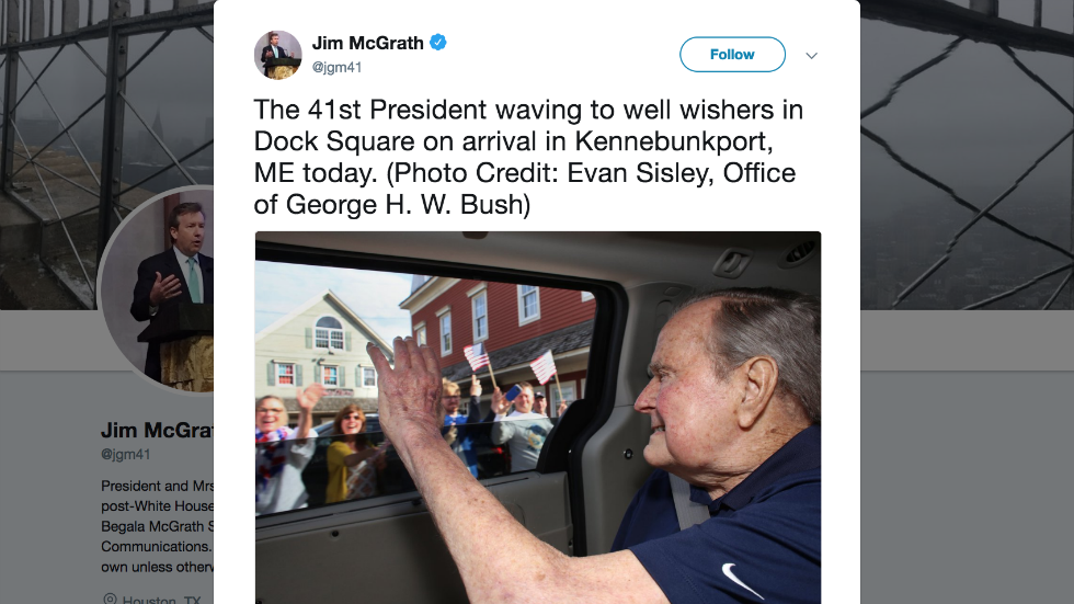 George H.W. Bush arrives at summer house in Maine after hospitalization https://t.co/no97v2FZbj https://t.co/qkblpPDJh7