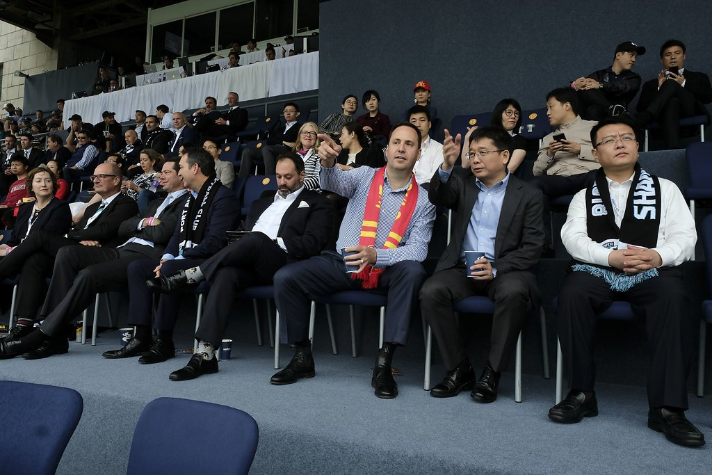 Minister @stevenciobo joins Australian and Chinese footy fans at @PAFC @GoldCoastSUNS match in Shanghai. @afl helping forge new business ties through football #auschina #aflsunspower