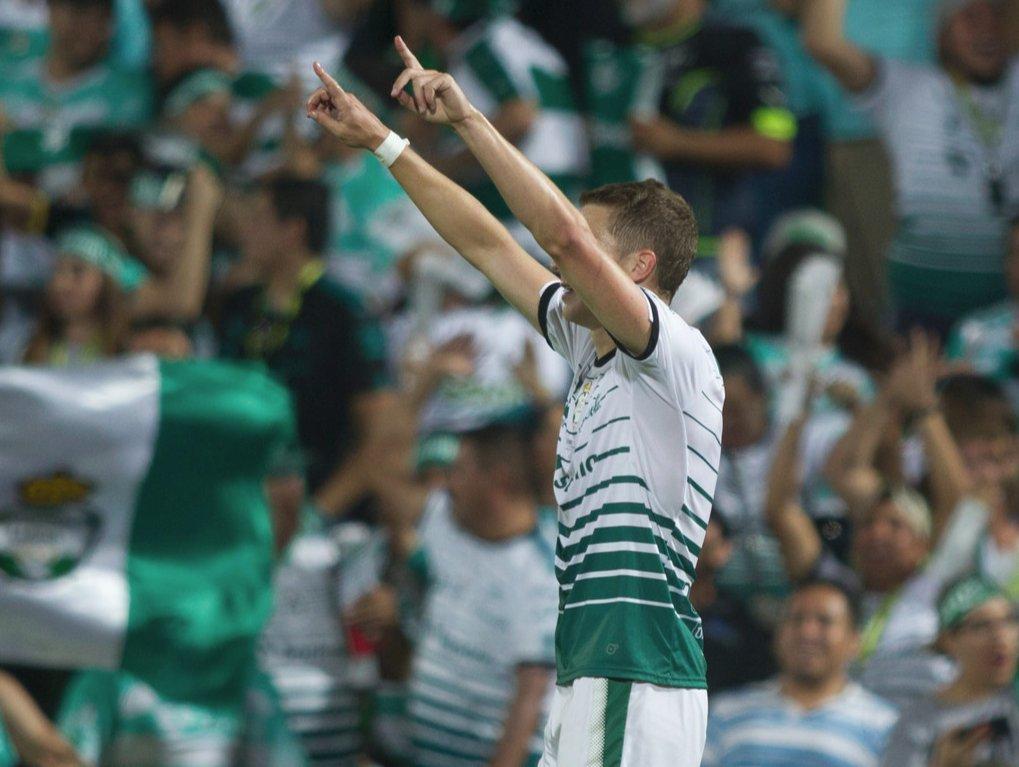 Julio Furch marca su 4to gol en últimos 4 partidos, previo a eso tenía 7 partidos sin marcar  Toluca 1-3 Santos