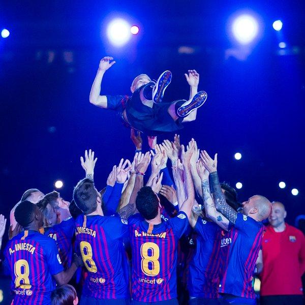 The team. The captain. ���� https://t.co/4xHCdIvSqv