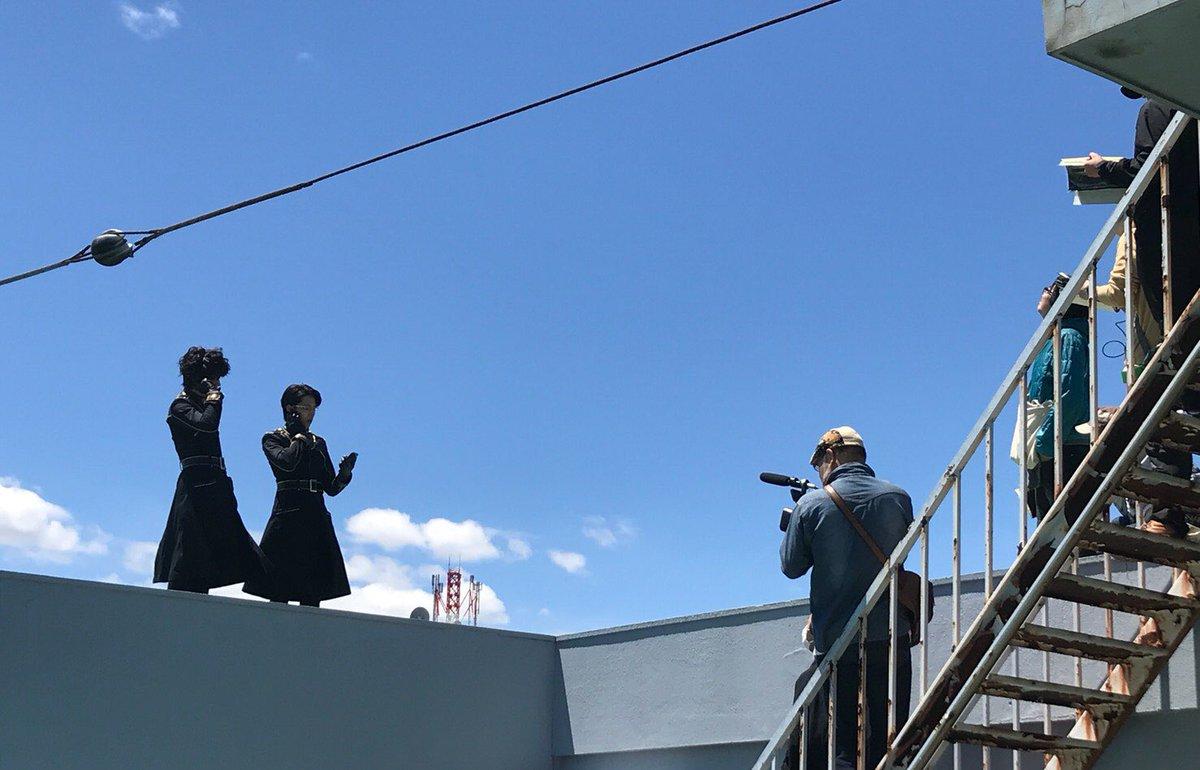 【映画撮影レポ】 昨日は晴天の中、小暮&雛森のシーンを撮影いたしました!🎬 山口監督を中心に1つ1つのシーンをスタッフ、キャストと確認しながら進めております。 月詠乃刻のその後がどのように描かれるのか、お楽しみに!