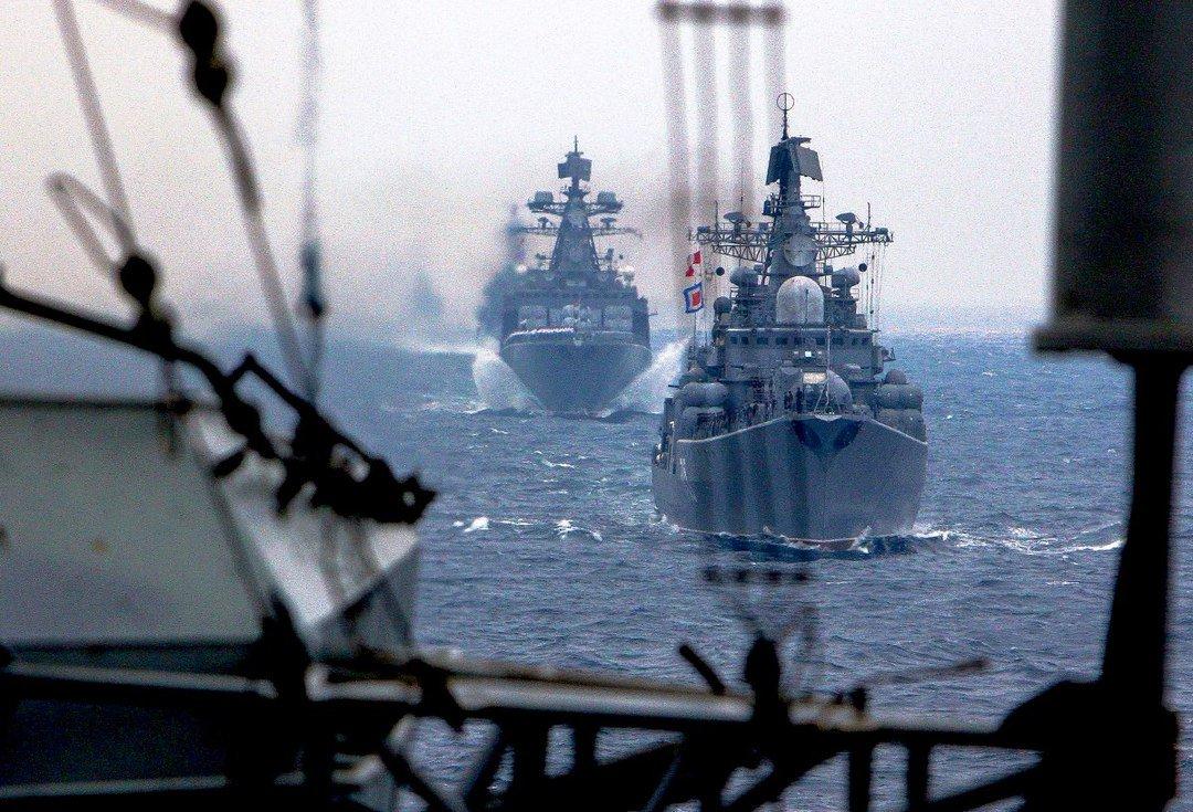 Корабли Тихоокеанского флота в кильватерном строю во время дальнего похода #Минобороны #ТОФ #Учения #Праздники