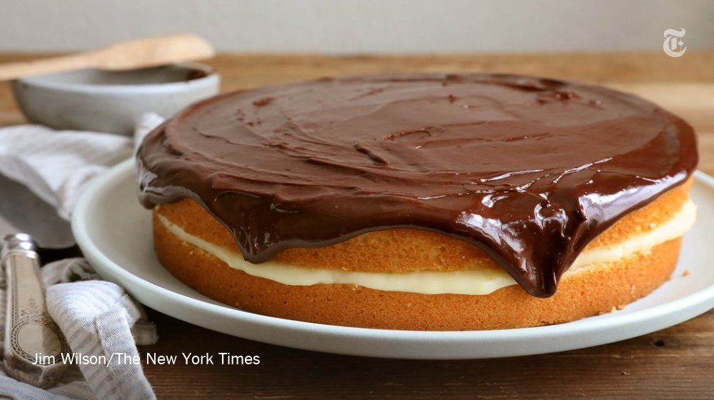 Slathered with homemade vanilla custard and a chocolate glaze, it hits all the right notes https://t.co/QpqflkgTH4 https://t.co/ED7UOtM7cI