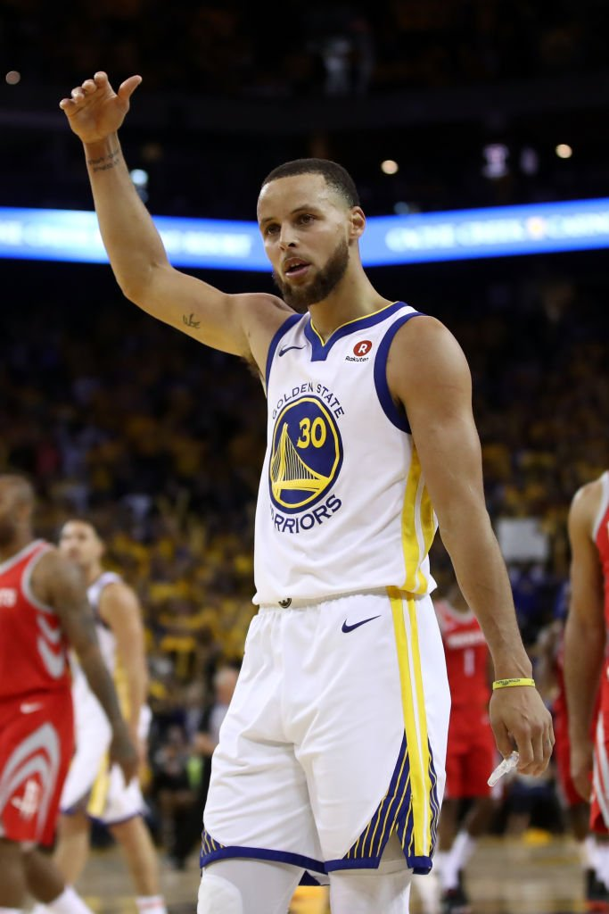 Stephen Curry scored 35 points in 34:21 in Game 3, the 4th time he had 35+ PTS in 35 min. or less of a postseason game. Thats the most playoff games of that kind in the shot-clock era; Curry breaks a tie with Shaquille ONeal (three such games). @EliasSports