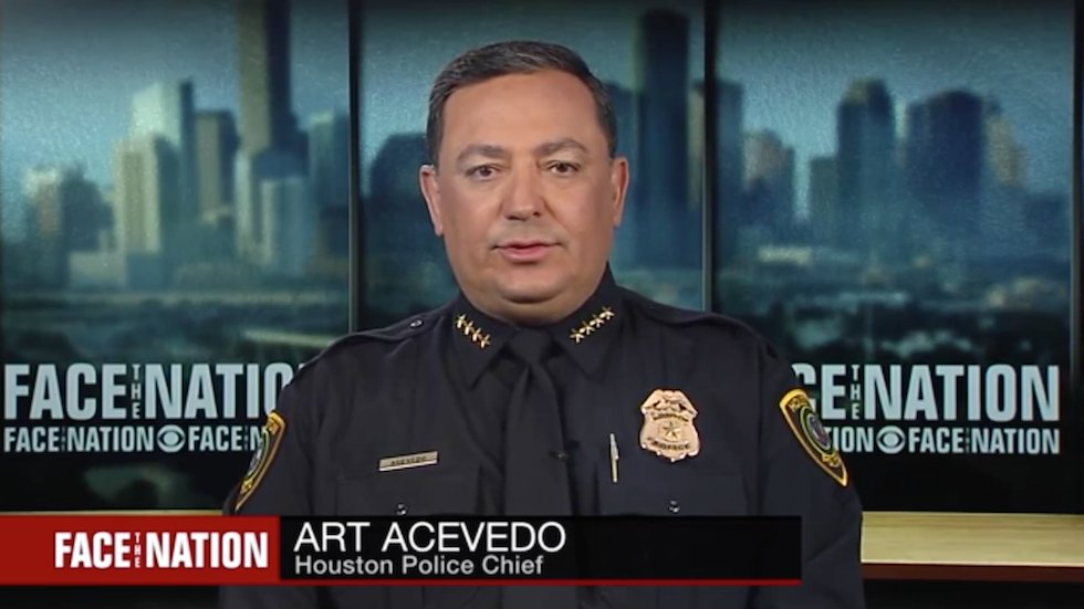 Houston police chief calls to vote out lawmakers who refuse to take action on gun violence https://t.co/GLWdl1WJh4 https://t.co/rL1p0l7ye9