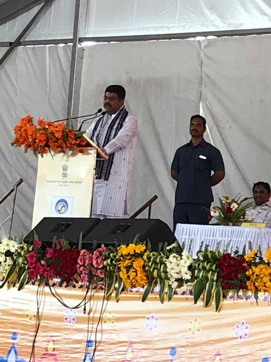 #BPCLLPGBalangir Honourable Minister addressing the gathering<br>http://pic.twitter.com/34RYeHWH2T