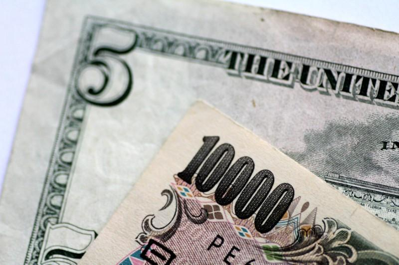 Dollar edges up versus yen as U.S.-China trade war fears recede https://t.co/RHcxsaoDll https://t.co/Q4kM8Bu4DI
