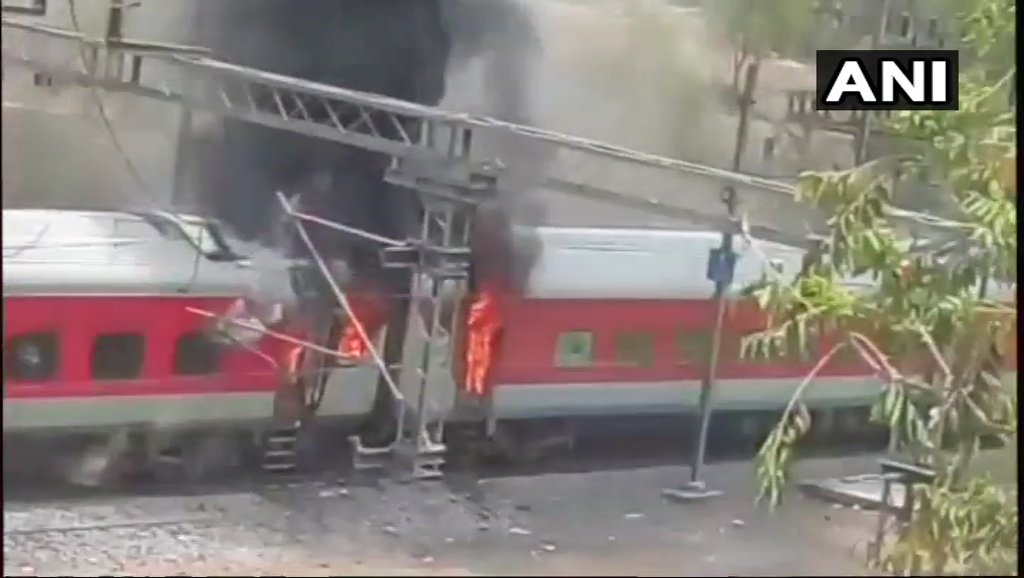 ap-express-gwalior-fire-on-4-coaches-andhrapradesh