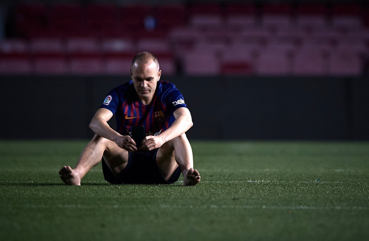 Pictures Of Iniesta Out On The Pitch At Am Stealing Every Second He Could Still Wearing His Jersey From A Game That Finished  Hours Earlier Are Just