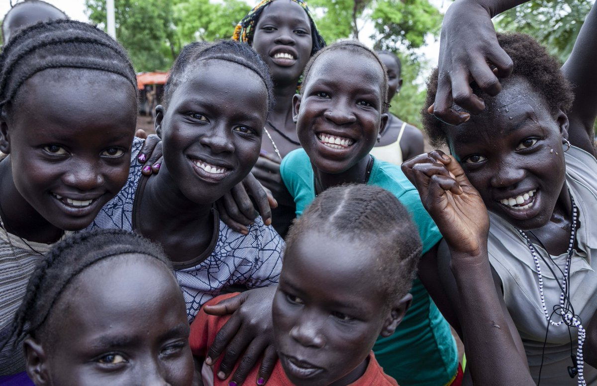 Nothing like a hang out with friends. These young refugees from #SouthSudan spend time together in Nguenyyiel Camp. 70,000 #refugees in Gambella are youth who after being displaced are in an uncertain world. Sticking together + engaging in activities gives them hope #WithRefugees