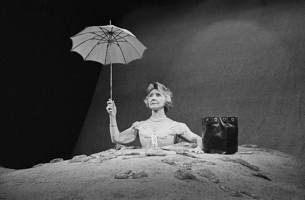 Qui est Winnie, héroïne à demi-enterrée de Samuel Beckett ? https://t.co/khoQtsYQKl