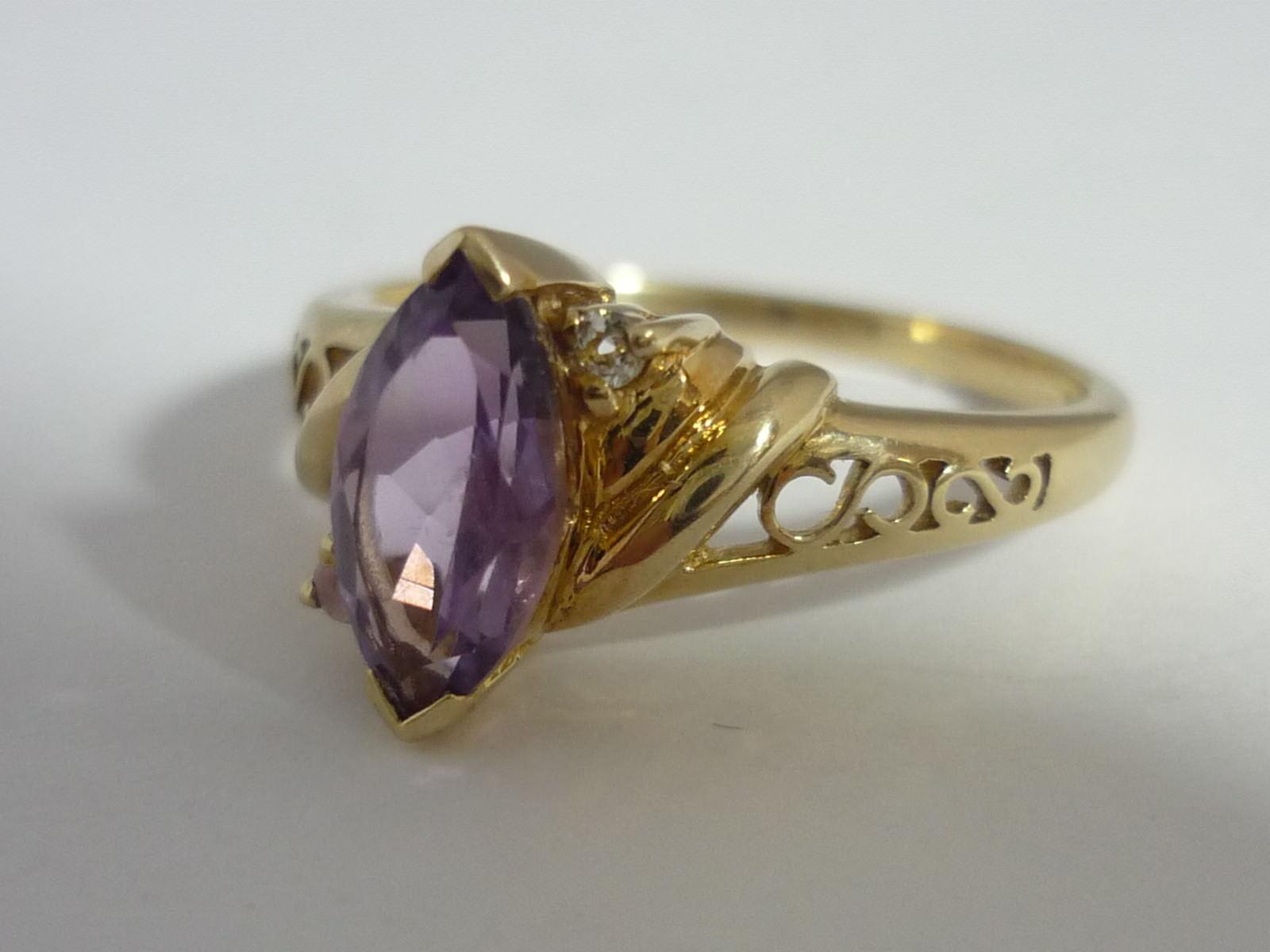 Stunning Amethyst & White Topaz 9K White Gold Ring Size N 1/2 https://t.co/jP8AR2EeeY https://t.co/vwAjx4OggG
