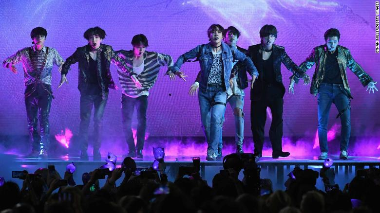 BTS won the Top Social Artist award for the second year running at the #BBMAs, beating out superstars like Justin Bieber and Ariana Grande https://t.co/Qa3bHUWtt2