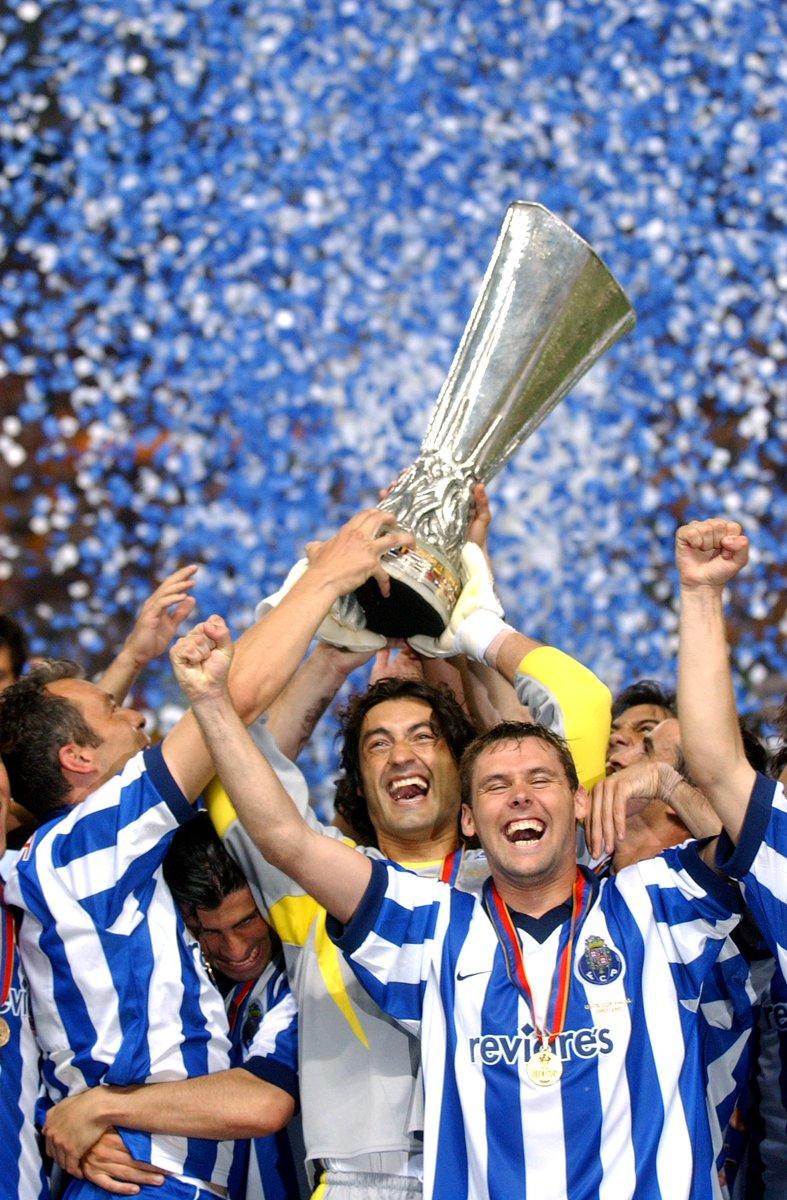 Uma das finais mais emocionantes de sempre. Onde viste este jogo? 👉 Faz hoje 15 anos que vencemos a Taça UEFA  #FCPorto #nascidosparavencer #UEL #throwback @EuropaLeague