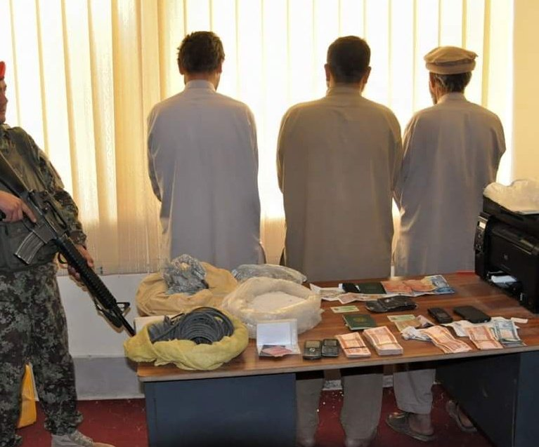 Two Pakistani and an Afghan nationals have been arrested during an operation in Bothkhak district, Kabul today. 3suspects were carring more than 3kg of explosives, 100k of money & Pakistani IDs - ANA said in a statement.