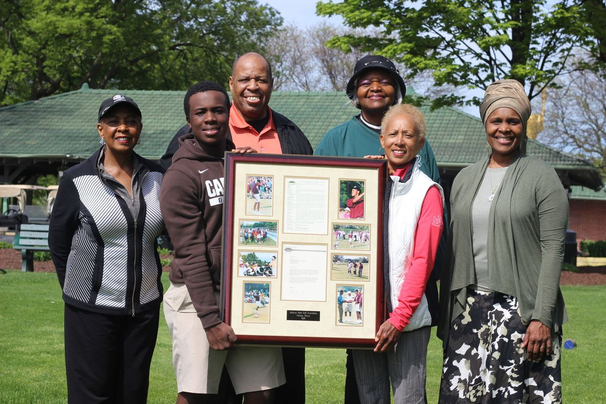 Jackson Park Golf Association representatives dedicated their plaque celebrating the 25th Anniversary of @TigerWoods first visit in 1993. Many thanks to you and your @tgrdesignbytw team for your vision to modernize our century-old Jackson Park and South Shore Golf Courses.