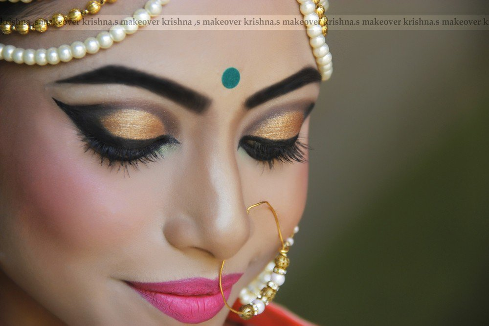 ... Mumbai Visit - http://www.bandbaajaa.com/krishna-s-makeover-makeup-artist- …… #bandbaajaa #weddings #bbweddings #bbweddingtrends #trends #weddingtrends ...