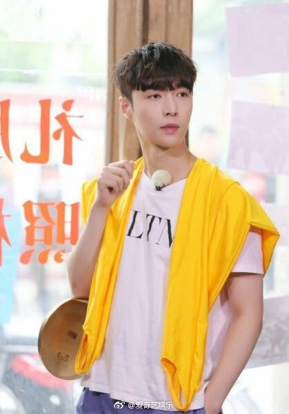 180521 爱奇艺娱乐 Weibo update with #EXO LAY  PT3  #PremiosMTVMiaw  #MTVBRKPOPEXO @weareoneEXO https://t.co/GKZtgLegPp