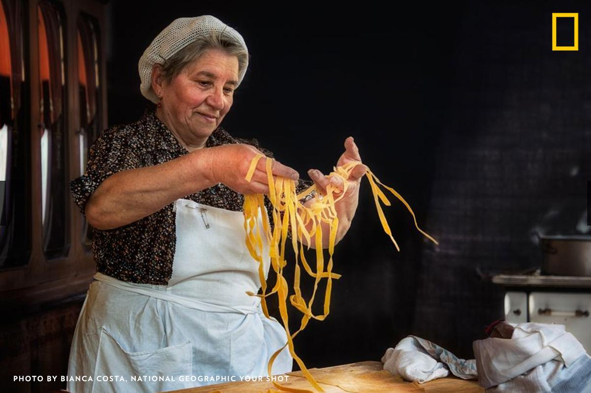 A woman goes through the careful process of making tagliatelle in a kitchen of Emilia-Romagna, Italy, a region well-loved for its medieval cities and rich gastronomy along the seaside. https://t.co/6t8gqFOeWq