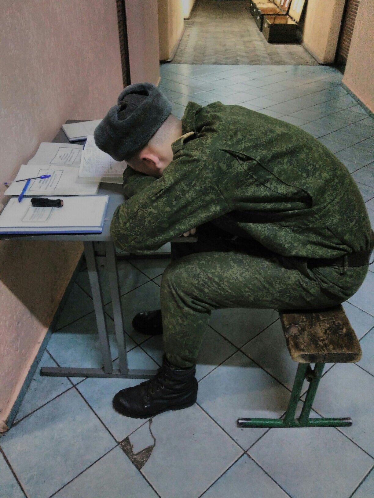 Смешные картинки солдат спит служба идет
