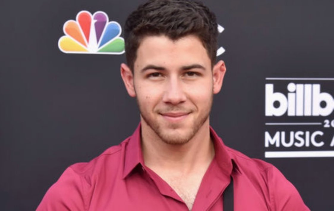 .@nickjonas sent Twitter into a frenzy with his look at the #BBMAs! https://t.co/xX2ktQLVUc https://t.co/h2f5XnVUXn
