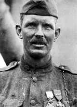 21 May 1918 Alvin York on diversity of 82d Div #AEF colleagues 'It sure was a mixed platoon with the Greeks &amp; Italians &amp; New York Jews &amp; there were some Irish &amp; one German. I sure did miss the mountain boys from Tennessee &amp; Kentucky. But I got to like those other boys' #WW1 #1GM<br>http://pic.twitter.com/eTjRXAHzjV