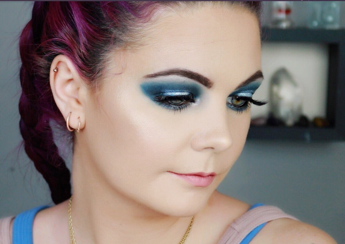 8f774e91e2a ... #makeupideas #makeupinspo #makeuplooks #morphe35B #wetnwildphotofocus  #amazonlashes #benefitkabrow #KVDludwig #blueeyeshadowpic.twitter .com/2KSnly8EXU