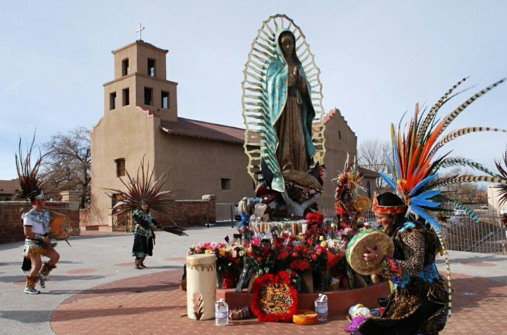 Santa Fe lays on the 7,000 feet or 2,134 meters above sea level, that makes Santa Fe as the highest capital city in the United States.  http:// bazbuzz.com/10-astonishing -facts-in-new-mexico-you-need-to-know &nbsp; …  . #SantaFe #news #PoemYourCity #sawityowit #MondayMotivation #longweekend #memorialday #FirstWorldProblems #ABetterDeal<br>http://pic.twitter.com/88pf5Npf6C