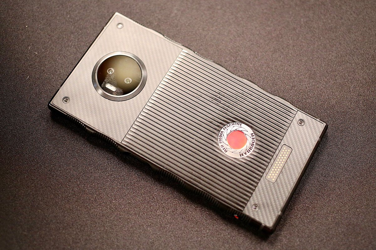Hydrogen One : l'ambitieux smartphone avec écran holographique se dévoile enfin https://t.co/EEf7BDW1Sw